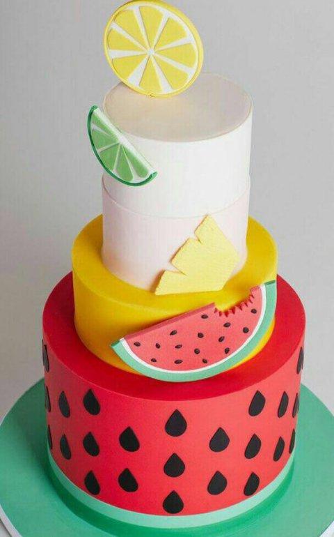 کیک برج هندوانه و میوه