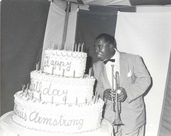 تاریخچه و اولین آهنگ های جشن تولد