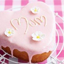 Heart-shaped cake (1)
