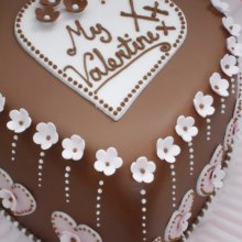 کیک تولد قلبی شکل