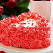 کیک تولد قلبی با طح گل