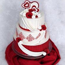 کیک عروسی قرمز
